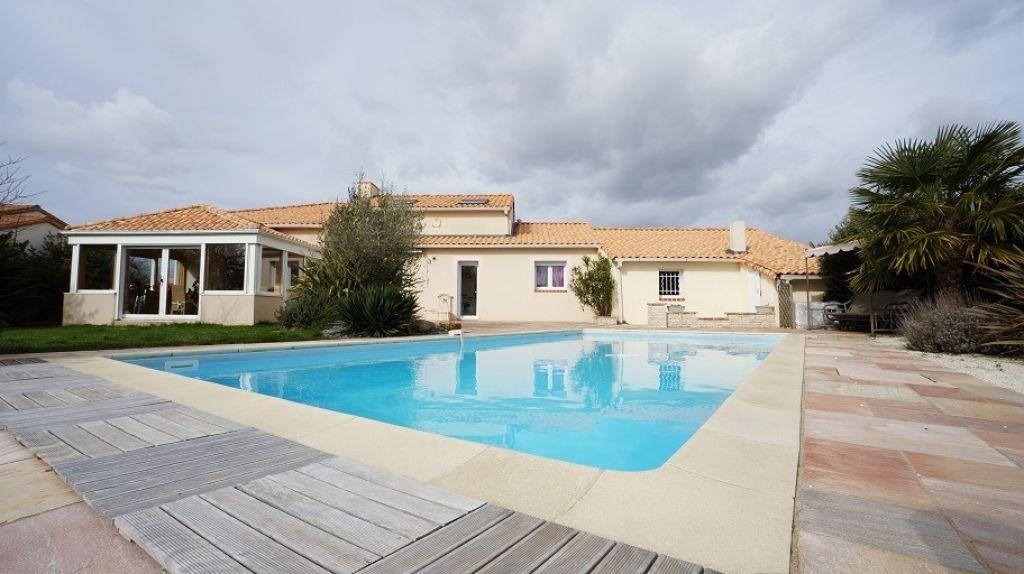 Achat vente maison basse goulaine maison a vendre for Basse goulaine piscine